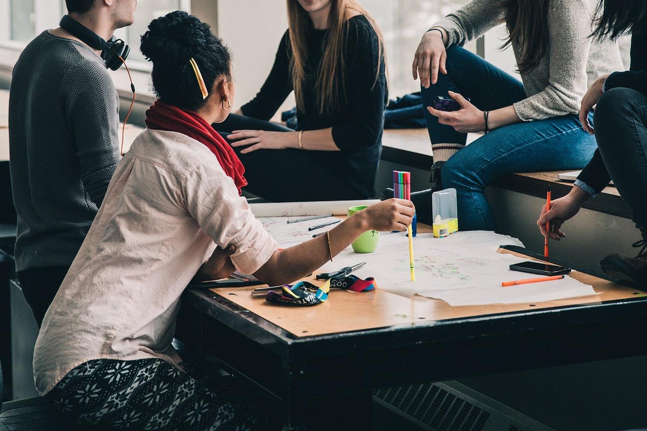 Quelle est la différence entre un séminaire et une conférence ?